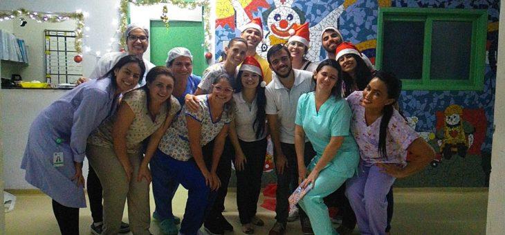 Membros de Empresa Júnior da UFCG visitam hospital para entregar doações arrecadadas em curso