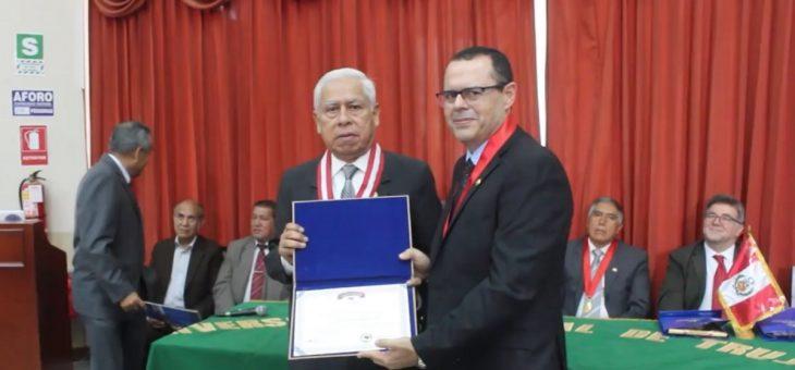 Professor de Matemática da UFCG é homenageado em Universidade do Peru