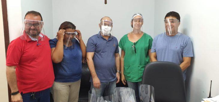 Professores da UFCG entregam materiais produzidos a hospitais da Paraíba